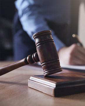 Juiz de Direito e Promotor de Justiça (MPE)